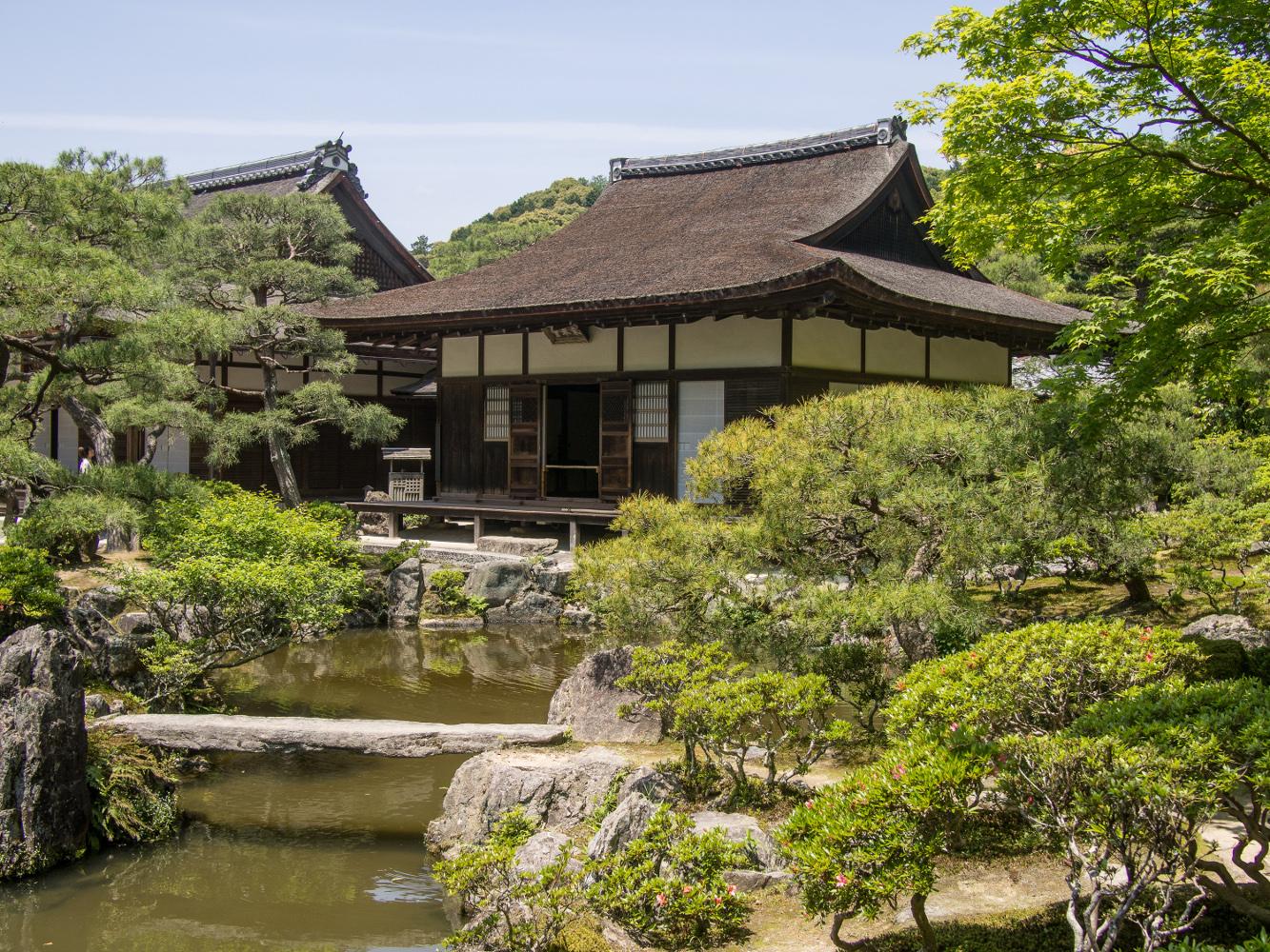 Kyoto, Ginkaku-ji, der Tōgu-dō, ein Nebengebäude mit Raum für die Teezeremonie in dem heute rekonstruierten Garten, um 1482